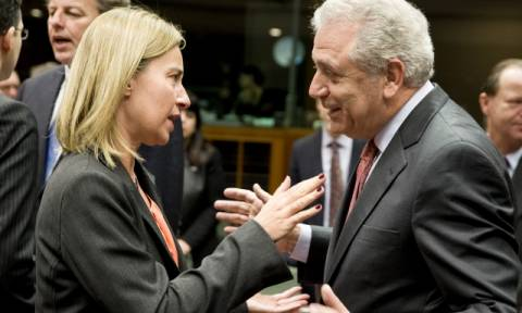 Μογκερίνι και Αβραμόπουλος χαιρετίζουν τη συμφωνία του ΝΑΤΟ και της Frontex