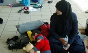 Προσφυγικό: «Βουλιάζει» ο Πειραιάς : 728 ακόμη μετανάστες και πρόσφυγες
