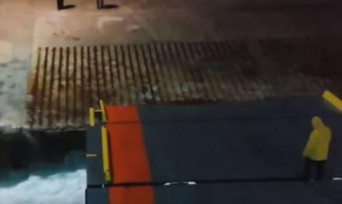 Το ηρωικό «δέσιμο» του Νήσος Μύκονος στο λιμάνι – Το βίντεο που κάνει το γύρο του διαδικτύου