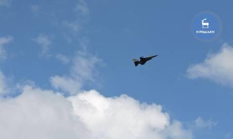 Ρόδος: Εντυπωσιακή επίδειξη από την ομάδα Ζευς με αεροσκάφος F16 (vid&pics)