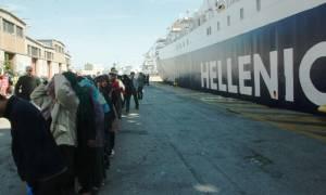 Πειραιάς: Περίπου 2.500 πρόσφυγες φιλοξενούνται στους επιβατικούς σταθμούς του ΟΛΠ