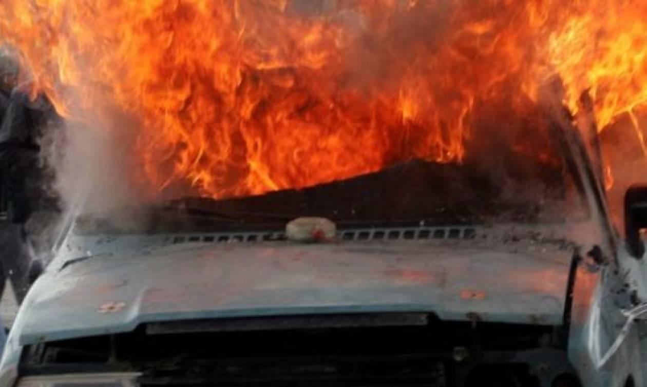 3683215eee Αναστάτωση στο Ηράκλειο  Αυτοκίνητο εν κινήσει τυλίχθηκε στις φλόγες