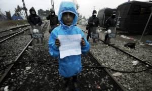 Ειδομένη: Δεν έχει τέλος το δράμα των προσφύγων - Κλειστά σύνορα, βροχή και κρύο για 13.000 ψυχές