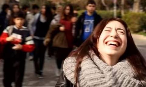 Γυναίκες όλου του κόσμου μας χαμογελούν παρά τις δυσκολίες που βιώνουν! (video)