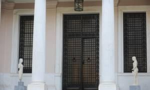 Καταγγελία «βόμβα»: Σύμβουλος της κυβέρνησης με αμοιβή 9.000 για… «δημόσιες σχέσεις»