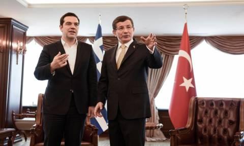 Ανέφικτες συμφωνίες με Τουρκία κρύβουν την αλήθεια για το προσφυγικό