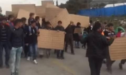 Πορεία διαμαρτυρίας μεταναστών στο Σχιστό