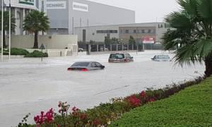 Ισχυρές καταιγίδες συγκλονίζουν το Ντουμπάι – Σκηνές χάους καταγράφουν ερασιτεχνικά βίντεο