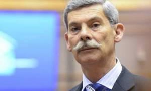 Πρώτη φορά στα χρονικά: Ο Σουλτς απέβαλε από την Ολομέλεια ευρωβουλευτή της Χρυσής Αυγής (vid)