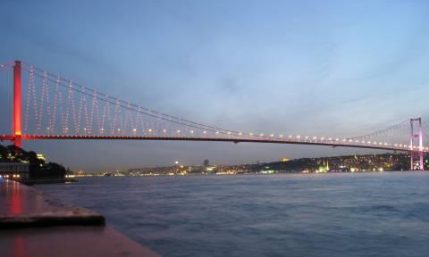 Τουρκία: Άνδρας απειλούσε να αυτοκτονήσει και δύο... βιαστικές τον προέτρεψαν να το κάνει (videos)