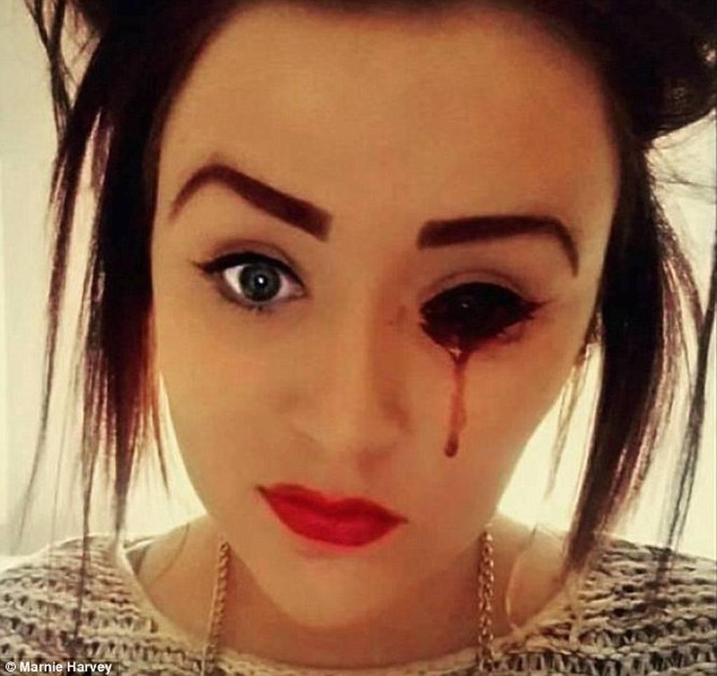 Το κορίτσι μυστήριο – Βγάζει αίμα από παντού στα καλά καθούμενα – Αντέχετε να το δείτε; (pics)