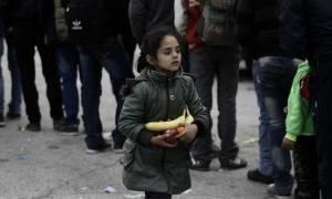 Το «σακίδιο της ελπίδας» χαρίζει μια ομάδα στα προσφυγόπουλα