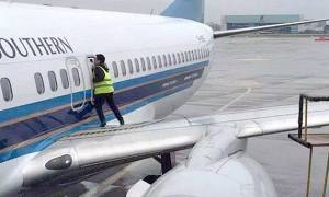 Επιβάτης αεροπλάνου άνοιξε την πόρτα έκτακτης ανάγκης για λίγο «καθαρό αέρα»