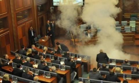 Επιτέλους… τέλος στα δακρυγόνα στη Βουλή του Κοσόβου: Βάζουν σαρωτή σώματος (video)