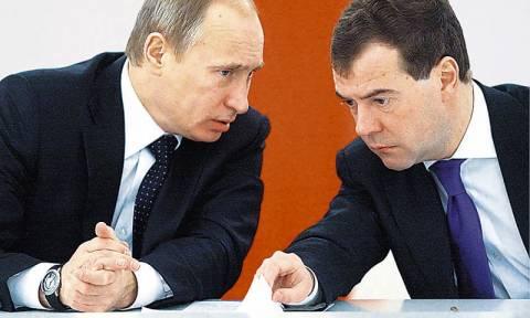 Επείγουσα συνάντηση Πούτιν - Μεντεβέντεφ για τη ρωσική οικονομία