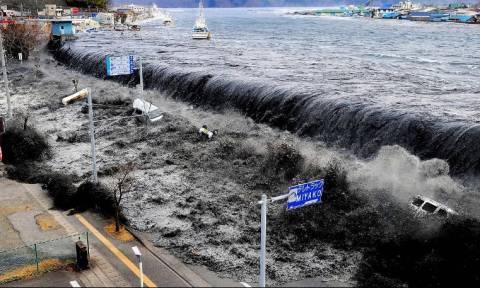 Ιαπωνία: Ενός λεπτού σιγή στη μνήμη των 21.000 θυμάτων του τσουνάμι του 2011 (pics & vids)