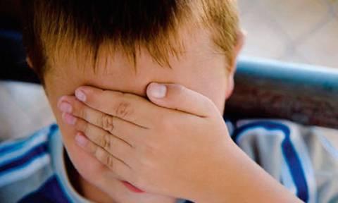 Ελεύθερος με περιοριστικούς όρους ο πατέρας που ξυλοκόπησε τον 8χρονο γιο του