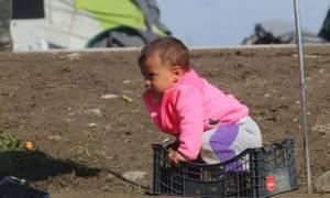 Θλιβερές σκηνές στην Ειδομένη – 12.000 πρόσφυγες στο έλεος του καιρού