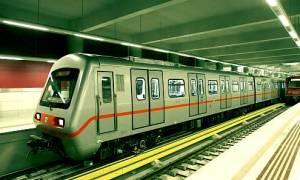 Πανικός στο μετρό: Κουκουλοφόροι εισέβαλαν στον σταθμό «Κεραμεικός»