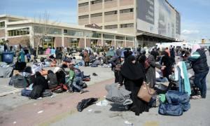 Προσπάθειες αποσυμφόρησης του Πειραιά - Ξεπερνούν τις 2.500 οι πρόσφυγες στο λιμάνι