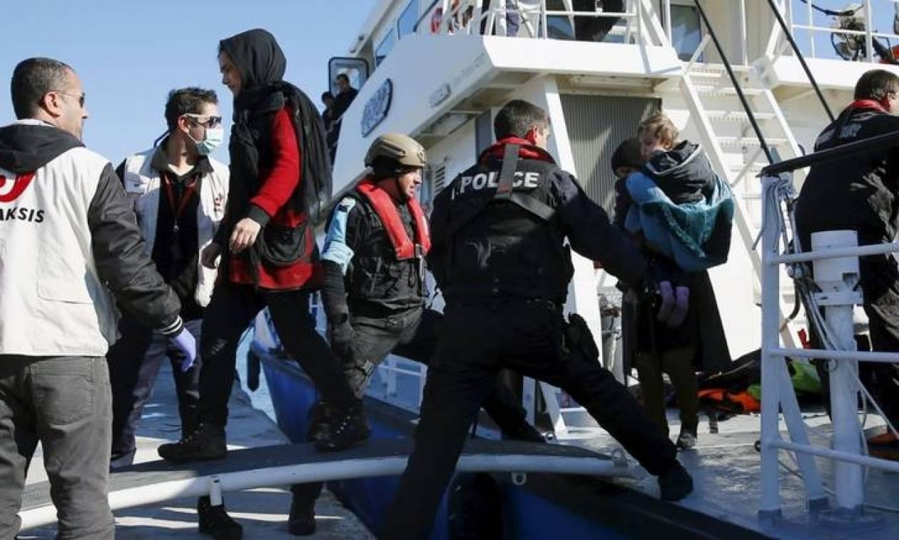 Βόμβα Spiegel: Σε Ελλάδα και όχι σε Τουρκία η παράδοση προσφύγων από τα γερμανικά σκάφη