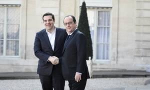 Τσίπρας από Παρίσι: Απαιτείται κοινό σχέδιο για την αντιμετώπιση της κοινής απειλής στην Ευρώπη