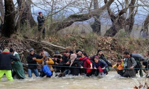 Έκτακτη σύσκεψη στο Μαξίμου για το Προσφυγικό: Η κυβέρνηση το καταπολεμά με... εκκλήσεις!