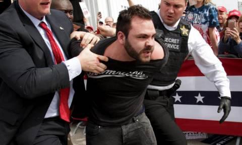 Ο διαδηλωτής που διέκοψε την ομιλία του Τραμπ αποκάλυψε το λόγο της «επίθεσης»
