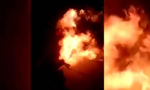 Βίντεο σοκ – Τυλίχθηκε στις φλόγες την ώρα που έκανε σόου! (video)