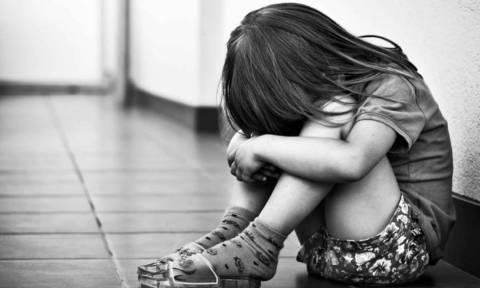 Σοκ στην Πάτρα: «Έτσι βρήκα την 8χρονη στα σκουπίδια – Την έσωσα λίγο πριν πολτοποιηθεί»