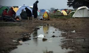 Ειδομένη: Η περιφέρεια Δ. Μακεδονίας παρέδωσε 15.000 αδιάβροχα για τους πρόσφυγες