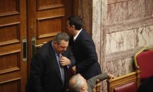 Ο διάλογος Τσίπρα - Καμμένου πίσω από τις κλειστές πόρτες: «Αν δεν φύγει ο Μουζάλας, θα...»