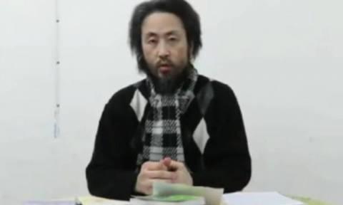 Βίντεο που φέρεται να δείχνει Ιάπωνα όμηρο τζιχαντιστών αναρτήθηκε στο Facebook (vid)