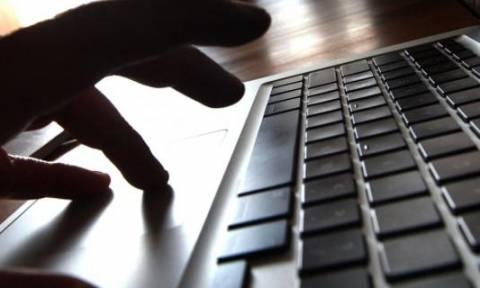 Φρίκη: Πατέρας παρίστανε τον 16χρονο και ζητούσε από την κόρη του να στέλνει γυμνές φωτογραφίες