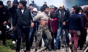 Συμπλοκές σε Ειδομένη και Πειραιά - Σοκάρει η καταγγελία για βιασμό 7χρονης (photos)