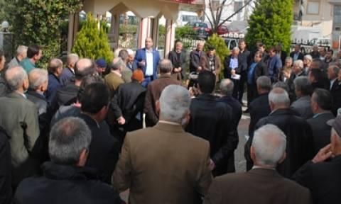 O Γενικός Πρόεδρος του DEB στη Δυτική Θράκη μαζεύει υπογραφές για δικαιώματα μειονότητας