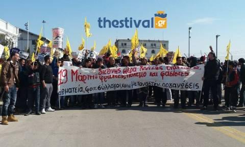 Θεσσαλονίκη: Ολοκληρώθηκε το αντιρατσιστικό συλλαλητήριο -  Στο λιμάνι κατέληξε η πορεία