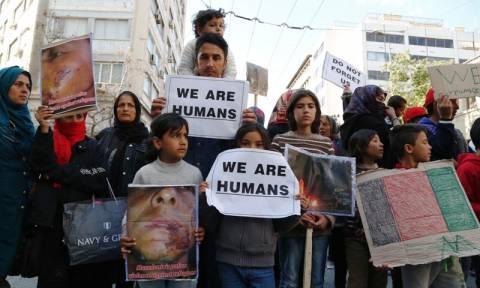 Οι πρόσφυγες κατέβηκαν στους δρόμους της Αθήνας στο συλλαλητήριο κατά του ρατσισμού (pics)