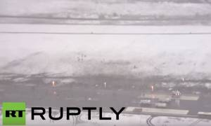 Συντριβή αεροσκάφους: Συγκλονιστικές εικόνες από τον αεροδιάδρομo μαρτυρούν την τραγωδία (vid)
