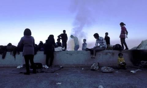 Λέσβος: Εκπρόσωποι ΜΚΟ καταγγέλλουν ότι μέλη της Ύπατης Αρμοστείας «έσερναν» πρόσφυγες