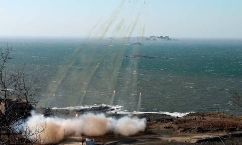 Συνεχίζει τη στρατηγική της έντασης η Βόρεια Κορέα με πολλαπλές εκτοξεύσεις βλημάτων