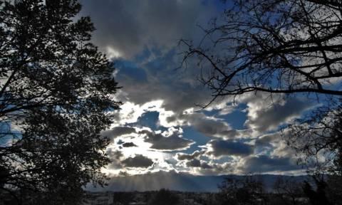 Καιρός 25ης Μαρτίου: Έρχονται καταιγίδες και χιόνια – Πού θα βρέξει το τριήμερο