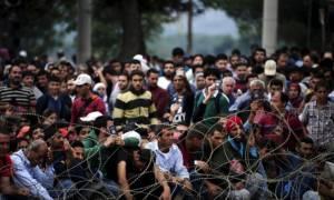 Τουλάχιστον 1.300 οι εγκλωβισμένοι πρόσφυγες στα Σκόπια