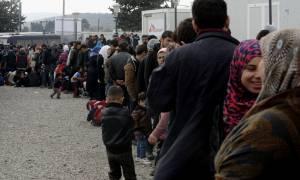 Μεταφέρονται 1.000 προσφύγες από τον Πειραιά στα Γιαννιτσά