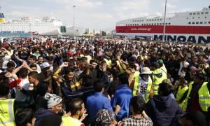 Ξεπέρασαν τους 5.000 οι μετανάστες και οι πρόσφυγες στο λιμάνι του Πειραιά