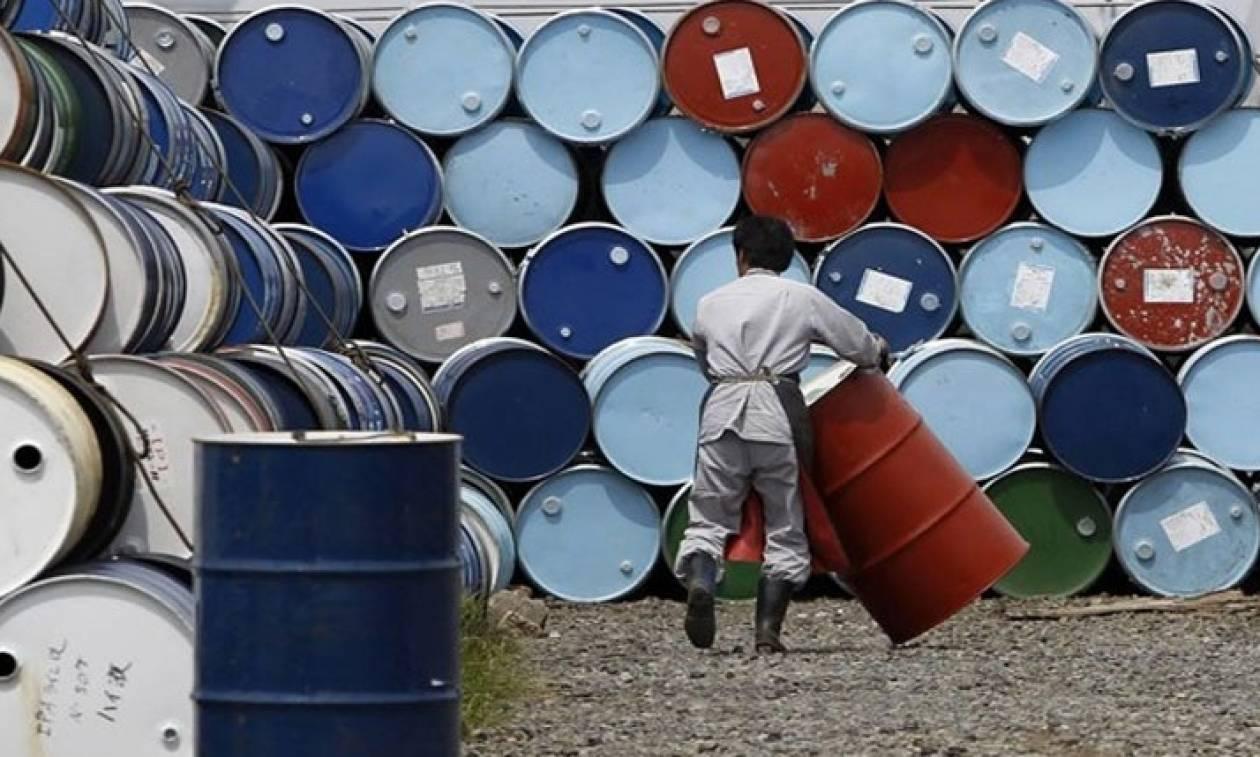 Τι προκάλεσε τη νέα πτώση στις τιμές του πετρελαίου