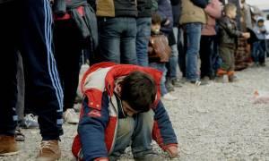 Ειδομένη: Συνεχίζουν οι πρόσφυγες τη διαμαρτυρία στις γραμμές του τρένου