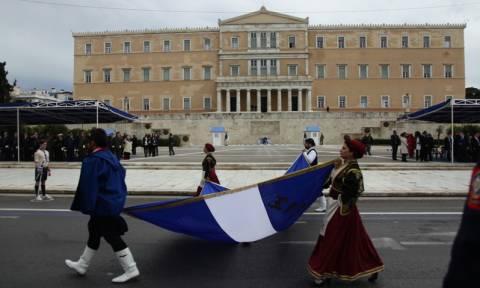 25η Μαρτίου: Ολοκληρώθηκε η μαθητική παρέλαση στο Σύνταγμα (photos)