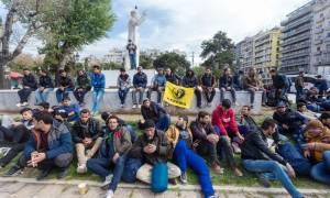 Πρόσφυγες κατασκήνωσαν στην πλατεία Αριστοτέλους (pics&vid)