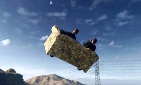 Απίστευτο περιστατικό: Ένας καναπές «πέταξε» στον ουρανό της Αλεξανδρούπολης